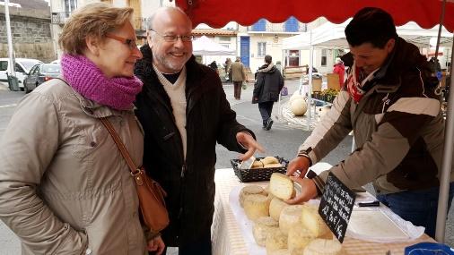 Vente directe au marché de producteurs en Auvergne
