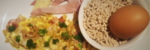 Recette facile de coquillettes aux œufs brouillés, jambon et cantal